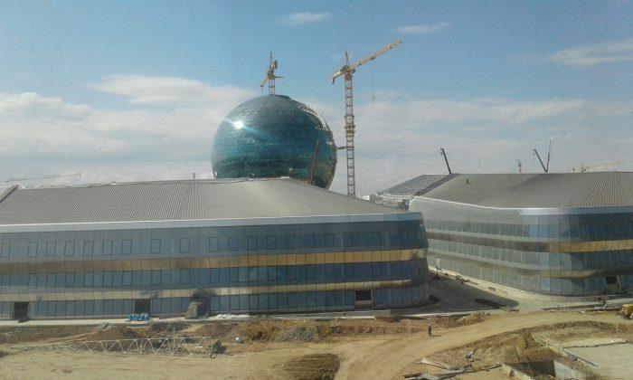 """Строящиеся павильоны """"Экспо"""". Фото: Асем Миржекеева/newskaz.ru"""