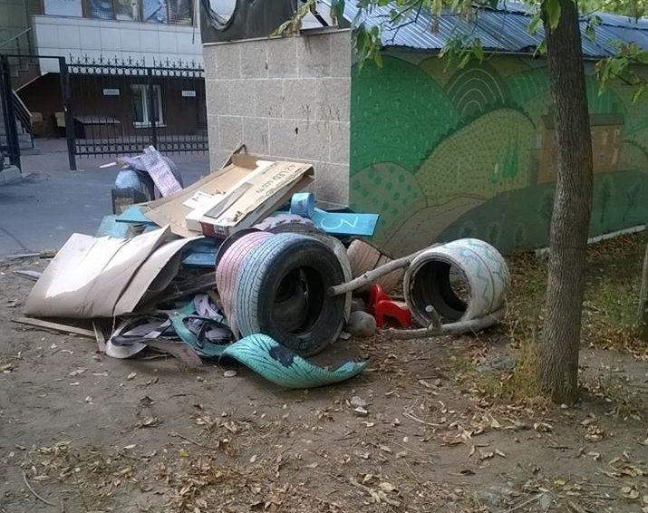 Детская площадка после погрома