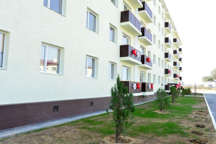 100 военным в Актау вручили ключи от квартир
