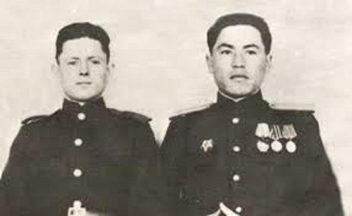 Лейтенант Рахымжан Кошкарбаев и рядовой Владимир Булатов