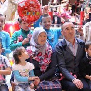 Супруги Кабылбаевы и их приемные дети