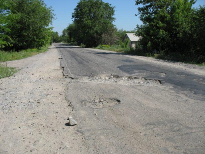 Разбитые дороги в Казахстане