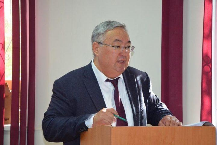 Босс алматинского зоопарка Канат Каримов ушел вотставку