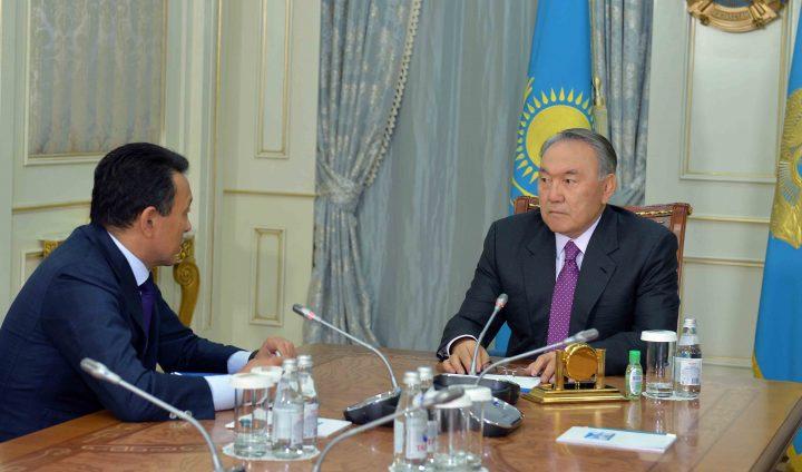Сауат Мынбаев и Нурсултан Назарбаев. Фото: пресс-служба Акорды