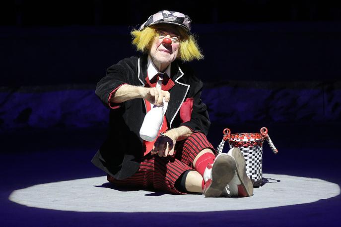 """ST. PETERSBURG, RUSSIA. FEBRUARY 12, 2016. Clown Oleg Popov performs during the premiere of his show May there always be sunshine! at the Bolshoi St. Petersburg State Circus on Fontanka (Ciniselli Circus). Ruslan Shamukov/TASS Ðîññèÿ. Ñàíêò-Ïåòåðáóðã. 13 ôåâðàëÿ 2016. Êëîóí Îëåã Ïîïîâ âî âðåìÿ âûñòóïëåíèÿ íà ïðåìüåðå ïðîãðàììû """"Ïóñòü âñåãäà áóäåò ñîëíöå"""" â Áîëüøîì Ñàíêò-Ïåòåðáóðãñêîì Ãîñóäàðñòâåííîì öèðêå íà Ôîíòàíêå. Ðóñëàí Øàìóêîâ/ÒÀÑÑ"""