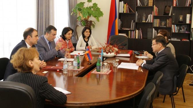 посол РК на встрече с министром культуры Армении