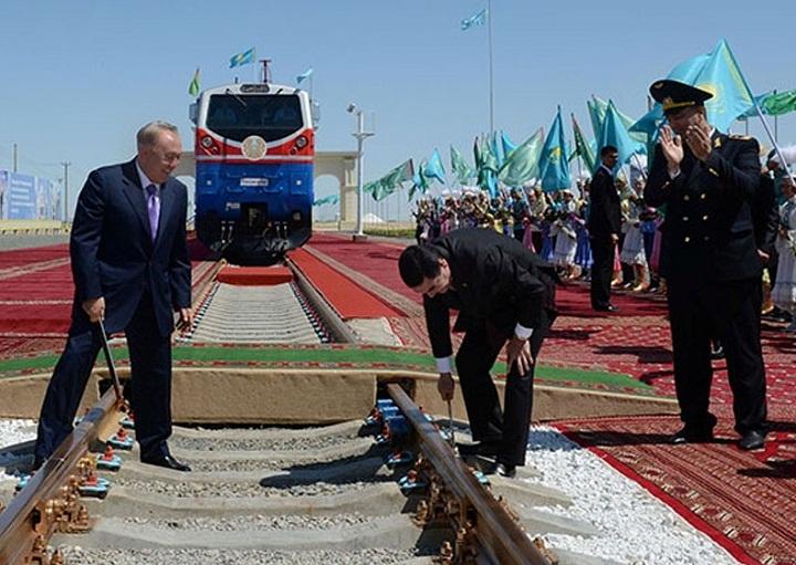 Назарбаев открывает участок железной дороги