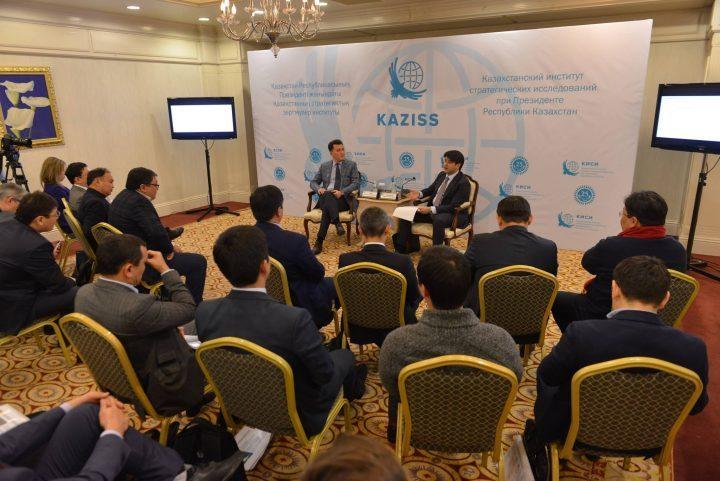 Бизнесмены и министр национальной экономики РК К. Бишимбаев обсуждают новый Налоговый кодекс