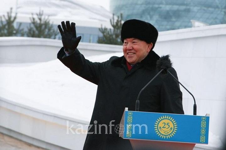 Нурсултан Назарбаев открыл вАстане памятник 25-летия Независимости