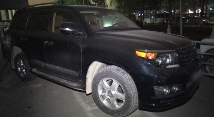 Четверо мужчин отобрали уавтоледи дорогой вседорожный автомобиль вШымкенте