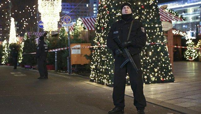 Полиция Берлина дежурит на месте теракта