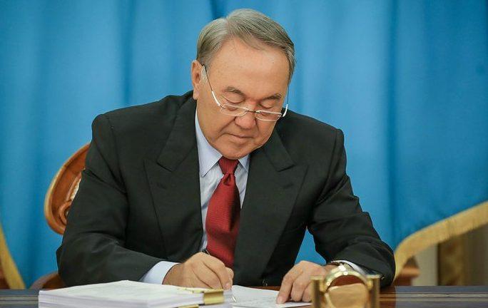 Назарбаев подписал указ о соцреабилитации бывших заключенных