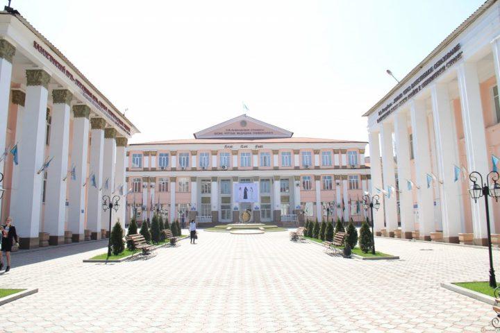 Здание КазНМУ
