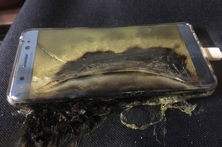 Самсунг Galaxy Note 7 воспламенялся из-за аккумулятора