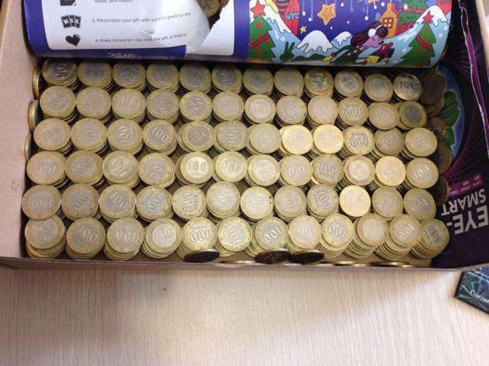 коробка с монетами