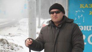 незрячий житель Усть-Каменогорска