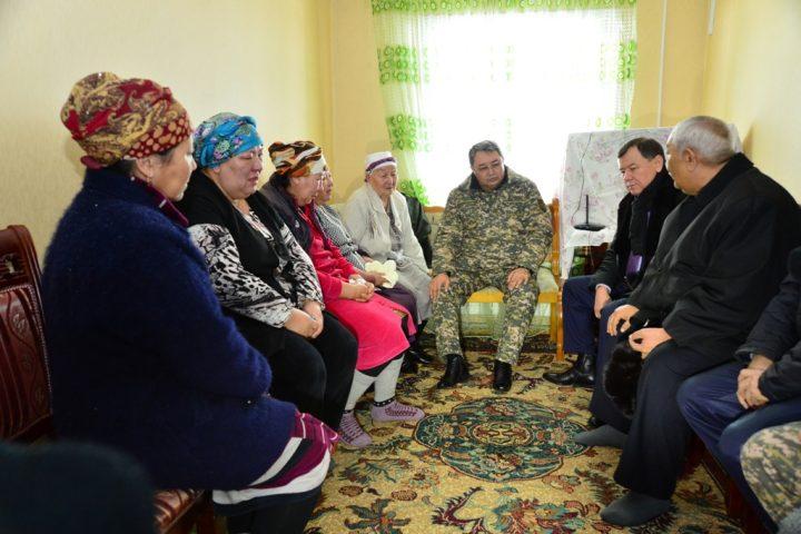министр обороны встретился с родственниками погибших