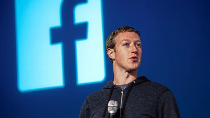 Часть совладельцев фейсбук предложила снять Цукерберга споста председателя правления