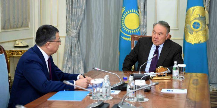 Нурсултан Назарбаев и аким Южно-Казахстанской области