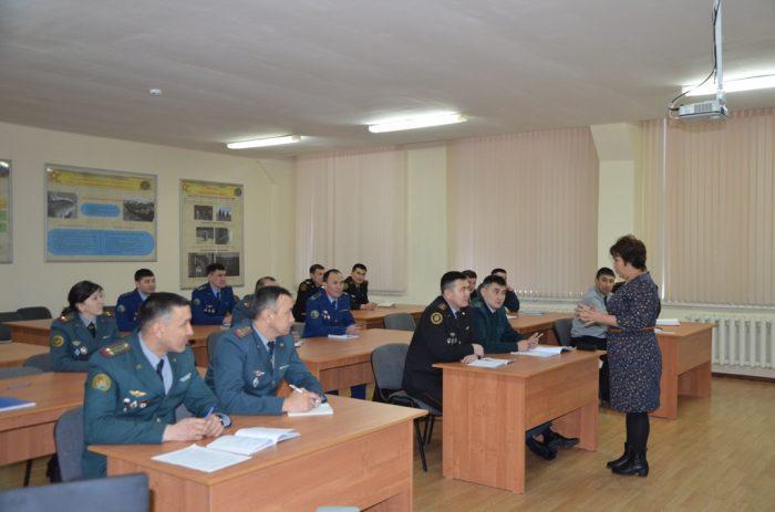 Казахстанских военнослужащих обучают ведению переговоров впроцессе акций протеста