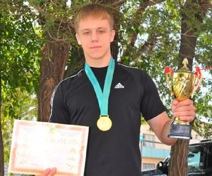 ВКазахстане убили чемпиона мира попауэрлифтингу