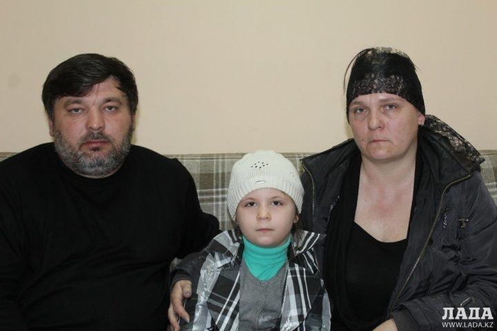 Родители и сестренка Алексея Баркалова