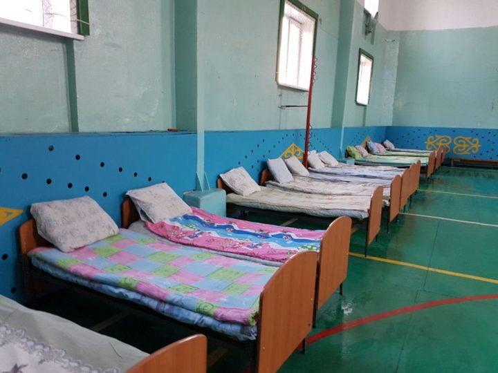спальные места в школе для эвакуированных