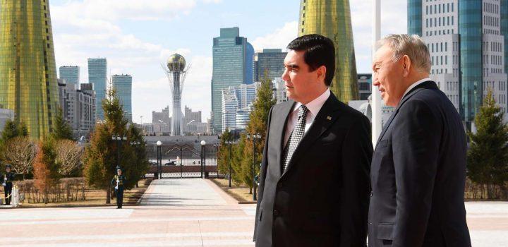 президенты Туркменистана и Казахстана