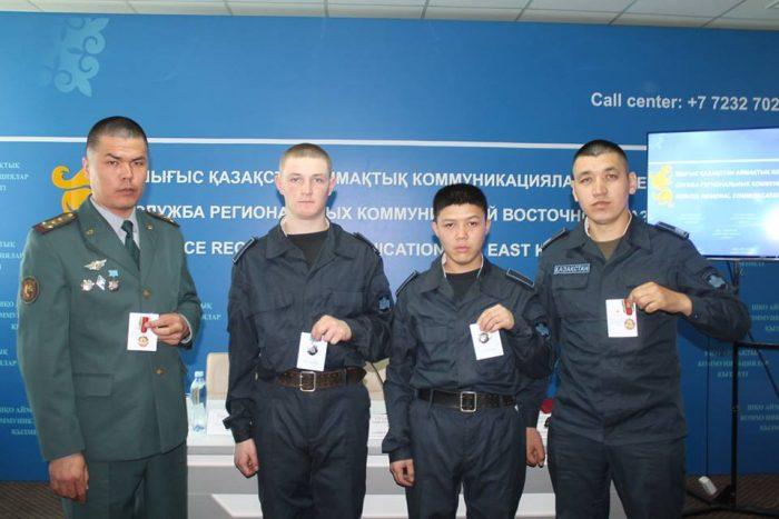 гвардейцам, остановившим угонщика, вручены награды