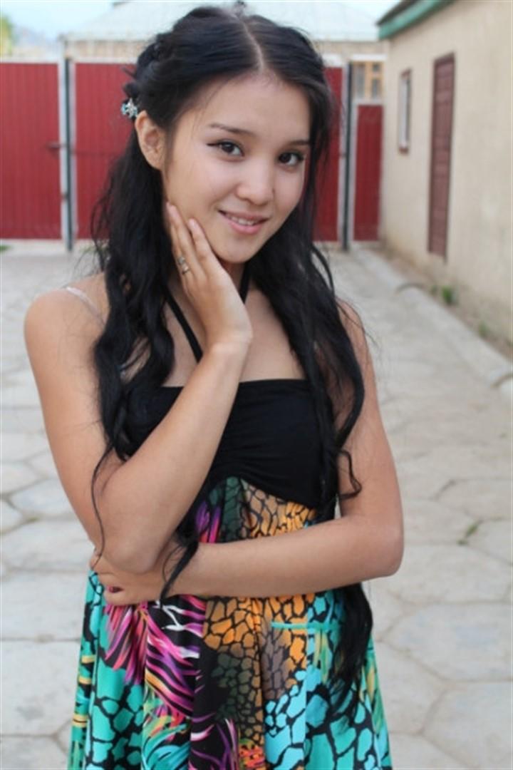 кыргызка снимает одежды фото
