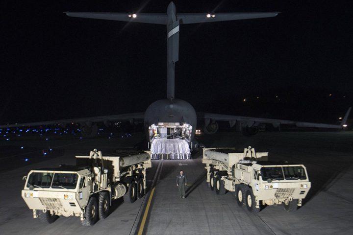 Тягачи с ракетами системы THAAD. Фото: AP Photo / U.S. Force Korea