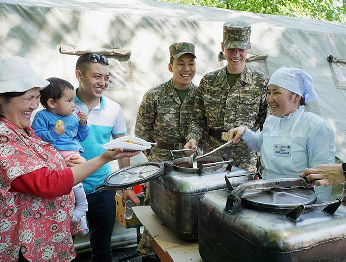 Фото Бориса Бузина, День Победы, полевая кухня