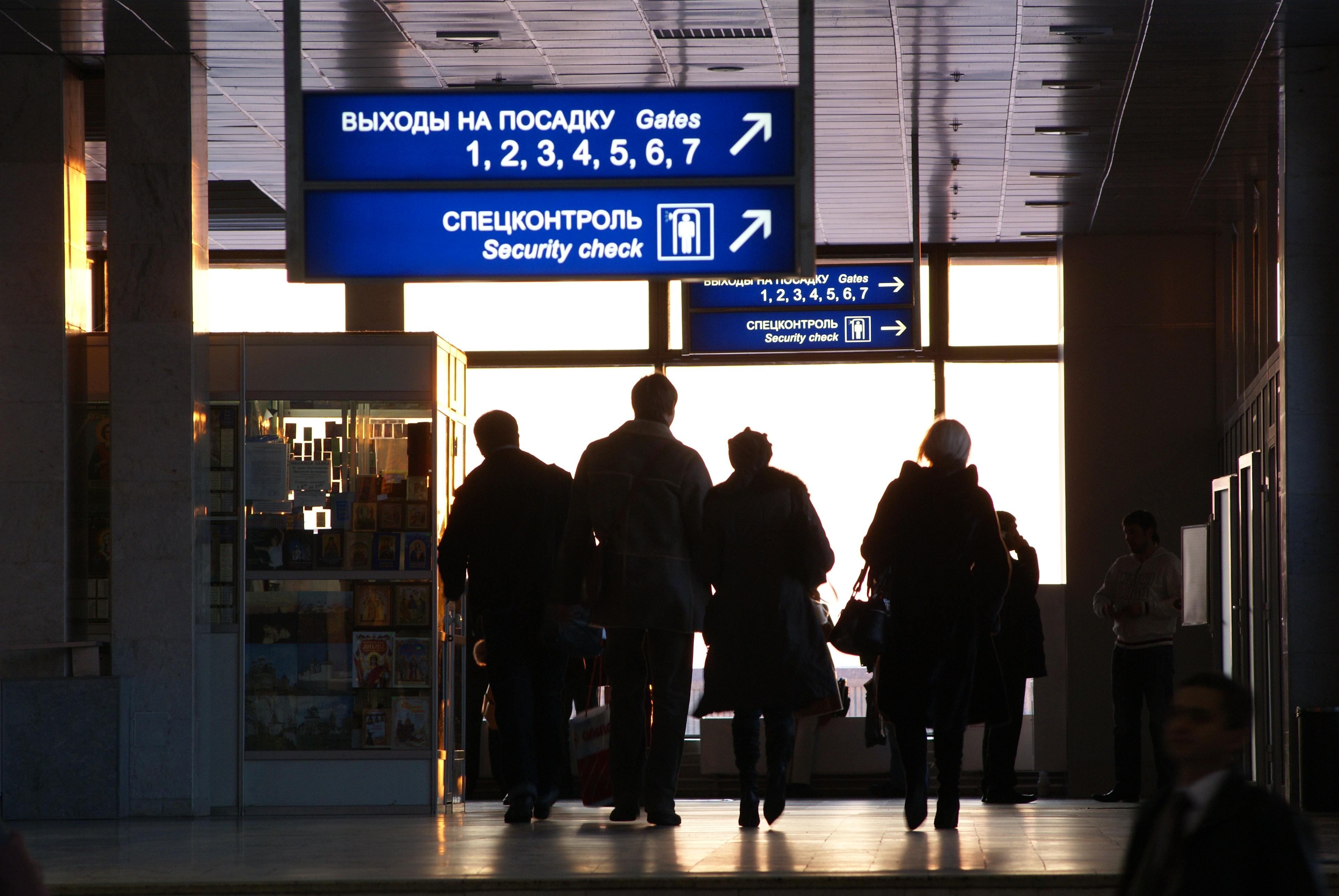 Мнение: Россияне бегут из России: 15% граждан сидят на чемоданах, 15 миллионов уедут в ближайшие