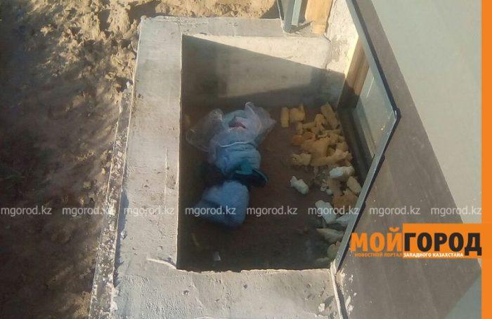младенец, найденный в подвале недостроенного дома в Уральске