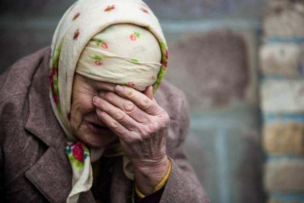 пенсионерка плачет