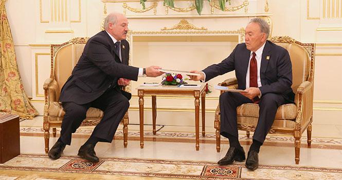 лукашенко передает назарбаеву уникальные документы
