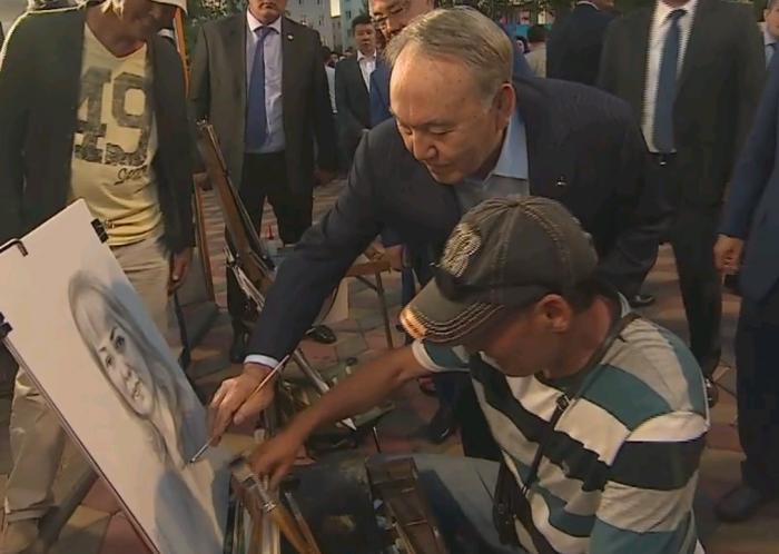 Назарбаев и уличный художник