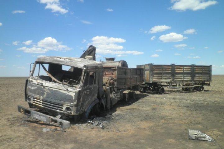 Сгоревший грузовик. Источник: inform.kz