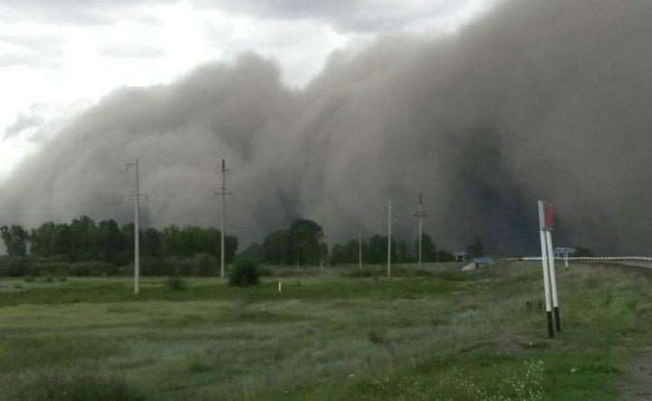 Пыльная буря в Калбатау. Фото из соцсетей