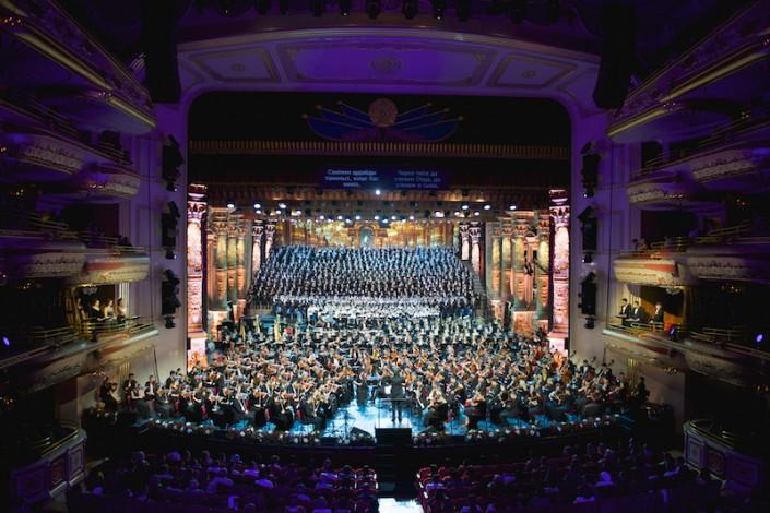 За один вечер выступило 1200 артистов