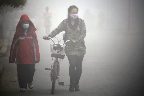 велосипедист в маске