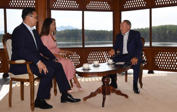 Назарбаев уверил , что переход налатиницу не отразится  нарусском языке
