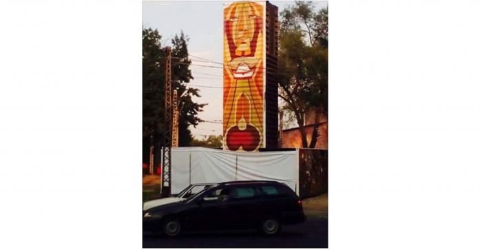 Двусмысленный рисунок на стеле в Алматы