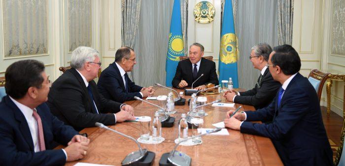 Назарбаев с выпускниками МГИМО