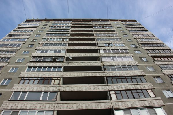 Алматинский КСК наказали за списки должников в подъезде