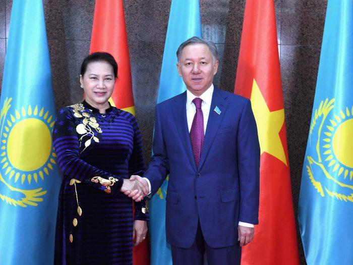 Нигматулин со спикером парламента Вьетнама