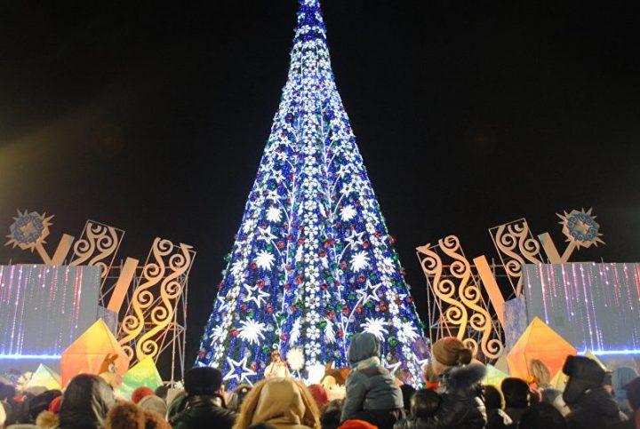 Новогодняя елка в Астане в 2016 году. Источник: Sputnik Казахстан