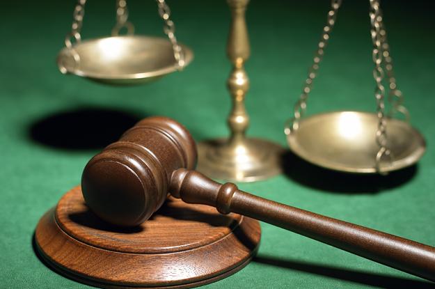 судьи, адвокаты, суд, справедливость, жизнь, молоток, весы, зал суда