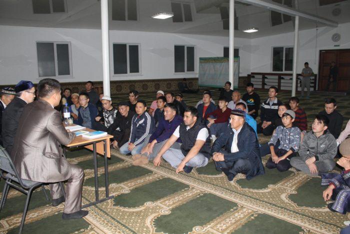 круглый стол в мечети