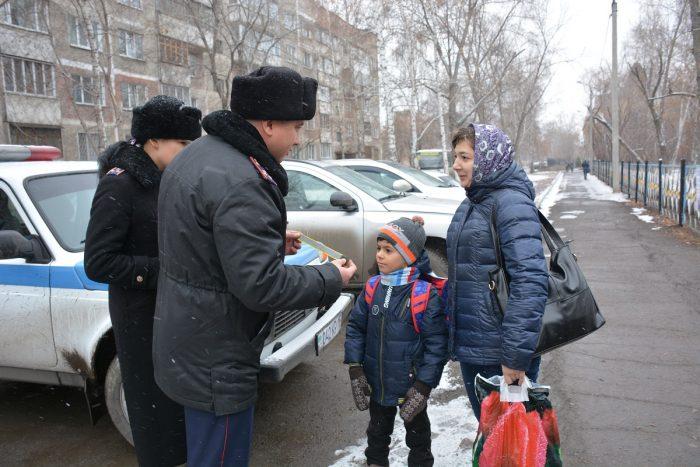 полицейские и дети